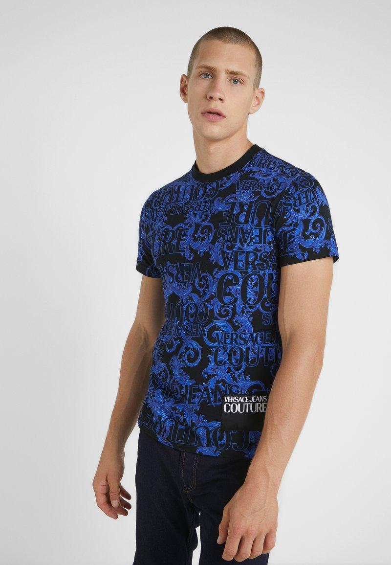 Versace Jeans Couture - BAROQUE - T-shirt med print - black/blue