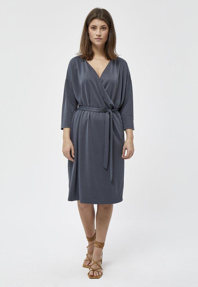 REETA - Korte jurk - ebony grey