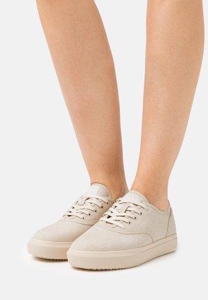 VEGAN AUGUST - Sneakersy niskie - eggnog