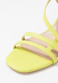 Tata Italia - Sandaalit nilkkaremmillä - yellow - 2