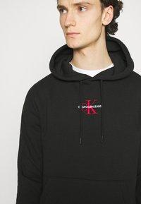 Calvin Klein Jeans - NEW ICONIC ESSENTIAL HOODIE - Sweatshirt - black - 3