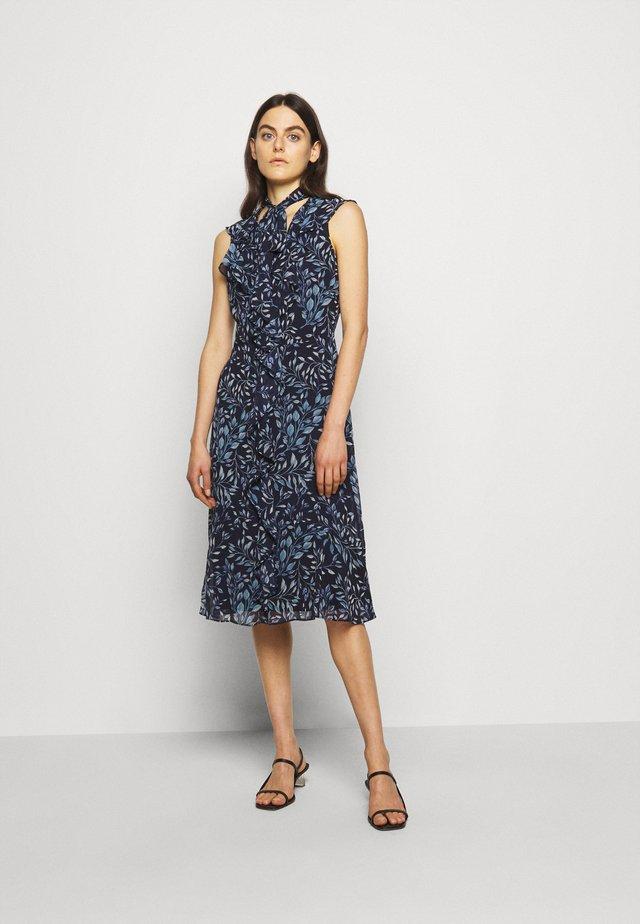 PRINTED GEORGETTE DRESS - Vapaa-ajan mekko - navy/blue