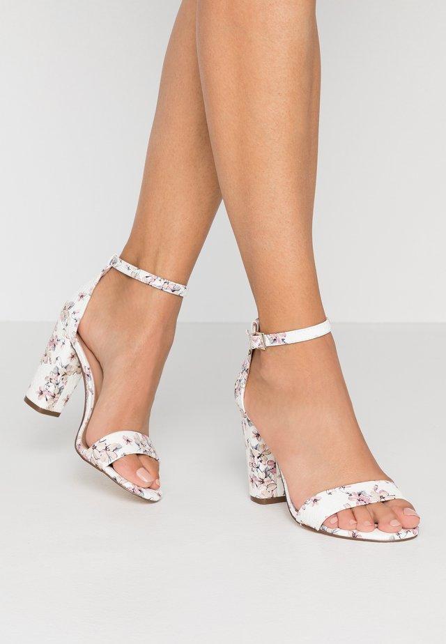 TAYVIA  - Sandály na vysokém podpatku - white/multicolor