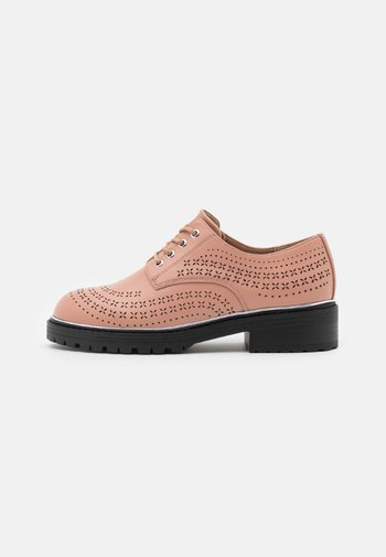 LISTER CHUNKY CUT OUT BROGUE LOAFER