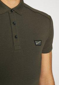 Antony Morato - PLATE ON FRONT - Polo shirt - green - 5