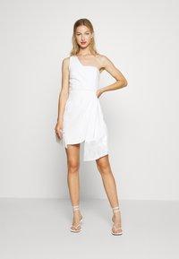 Forever New - ASSYMETRIC MINI - Vestito elegante - porcelain - 1