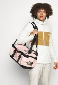 The North Face - BASE CAMP DUFFEL - XS - Sports bag - evening sandpink/black - 0