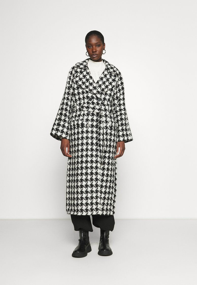 Gestuz - UNNAGZ COAT - Classic coat - black/white