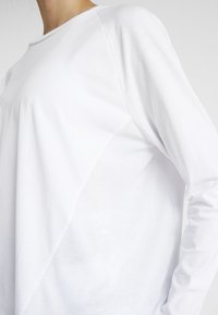 Cotton On Body - ACTIVE LONGSLEEVE  - Maglietta a manica lunga - white - 3