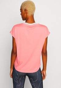 ONLY Play - ONPFELICE LOOSE TRAINING TEE - T-Shirt print - strawberry pink/white gold - 2