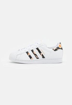 SUPERSTAR - Matalavartiset tennarit - footwear white/core black/gold metallic