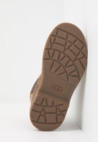 UGG - BOLDEN - Korte laarzen - walnut - 4