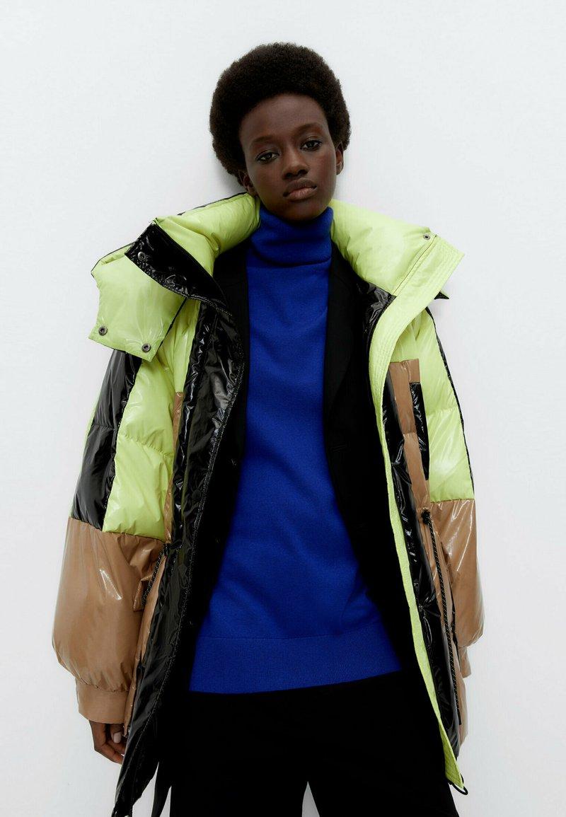 Uterqüe - Winter coat - green