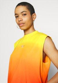 Calvin Klein Jeans - DIP DYE MUSCLE TEE - Top - yellow - 3