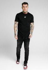 SIKSILK - Vaqueros slim fit - washed black - 0