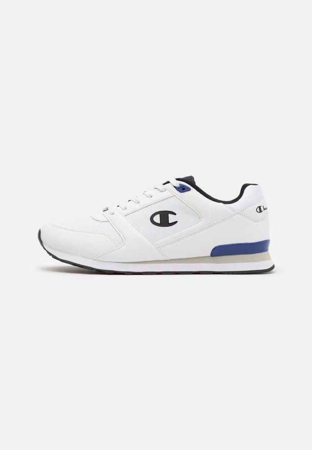 SHOE C.J. - Sneakersy niskie - white