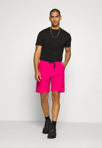 Carhartt WIP - CLOVER LANE - Shorts - ruby pink - 1