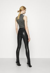 ONLY - ONLZABO BUTTON - Leggingsit - black