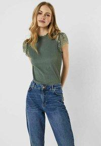 Vero Moda - Print T-shirt - laurel wreath - 0