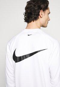 Nike Sportswear - CREW - Long sleeved top - white/black - 4