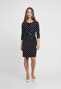 Lauren Ralph Lauren Petite - TRAVA 3/4 SLEEVE DAY DRESS - Fodralklänning - black/colonial cream - 1