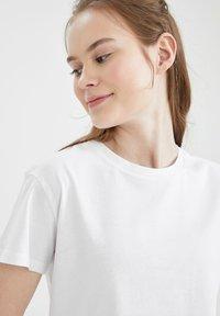 DeFacto - 2 PACK - Basic T-shirt - white - 3