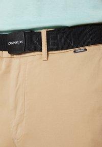 Calvin Klein - SLIM FIT GARMENT DYE BELT - Chinos - grey - 3