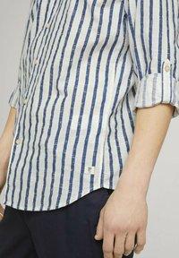 TOM TAILOR DENIM - Shirt - white blue shredded stripe - 3