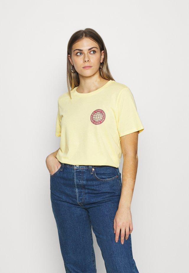 IDA TEE - T-shirt med print - sunlight