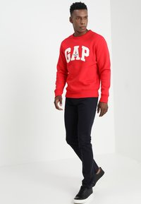 GAP - ORIGINAL ARCH CREW - Bluza - pure red - 1