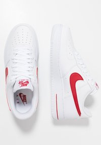 Nike Sportswear - AIR FORCE 1 '07 - Sneakersy niskie - white/gym red - 1