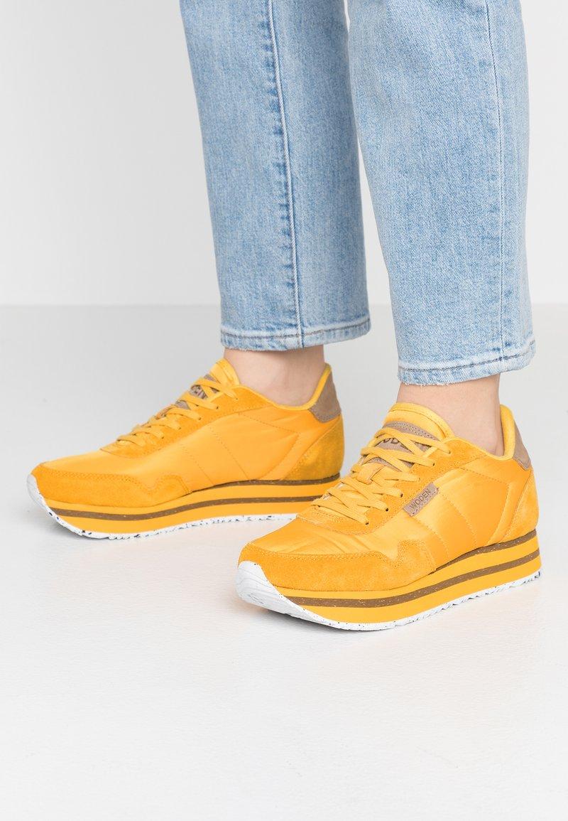 Woden - NORA II PLATEAU - Sneaker low - mango