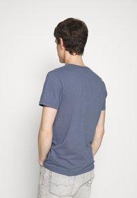 Abercrombie & Fitch - Camiseta estampada - blue - 2