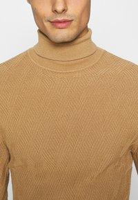Pier One - Stickad tröja - camel - 4