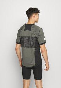 Zimtstern - TECHZONEZ MEN - Print T-shirt - gun metal/pirate black/granite green - 2