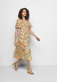 Needle & Thread - SUNSET GARDEN V NECK BALLERINA DRESS - Koktejlové šaty/ šaty na párty - ivory - 1