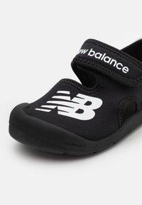 New Balance - WELCRO UNISEX - Pool slides - black - 5