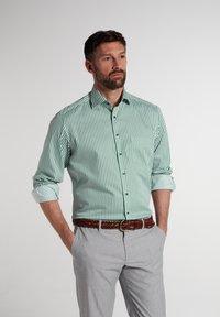 Eterna - COMFORT FIT - Shirt - grün/weiss - 0