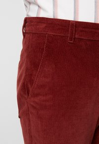 Farah - Pantaloni - burnt red - 3