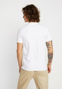 Levi's® - CREWNECK GRAPHIC 2 PACK - T-shirt con stampa - white/mineral black - 3