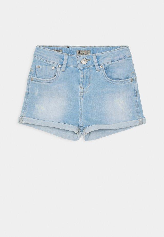 JUDIE - Denim shorts - coralie wash