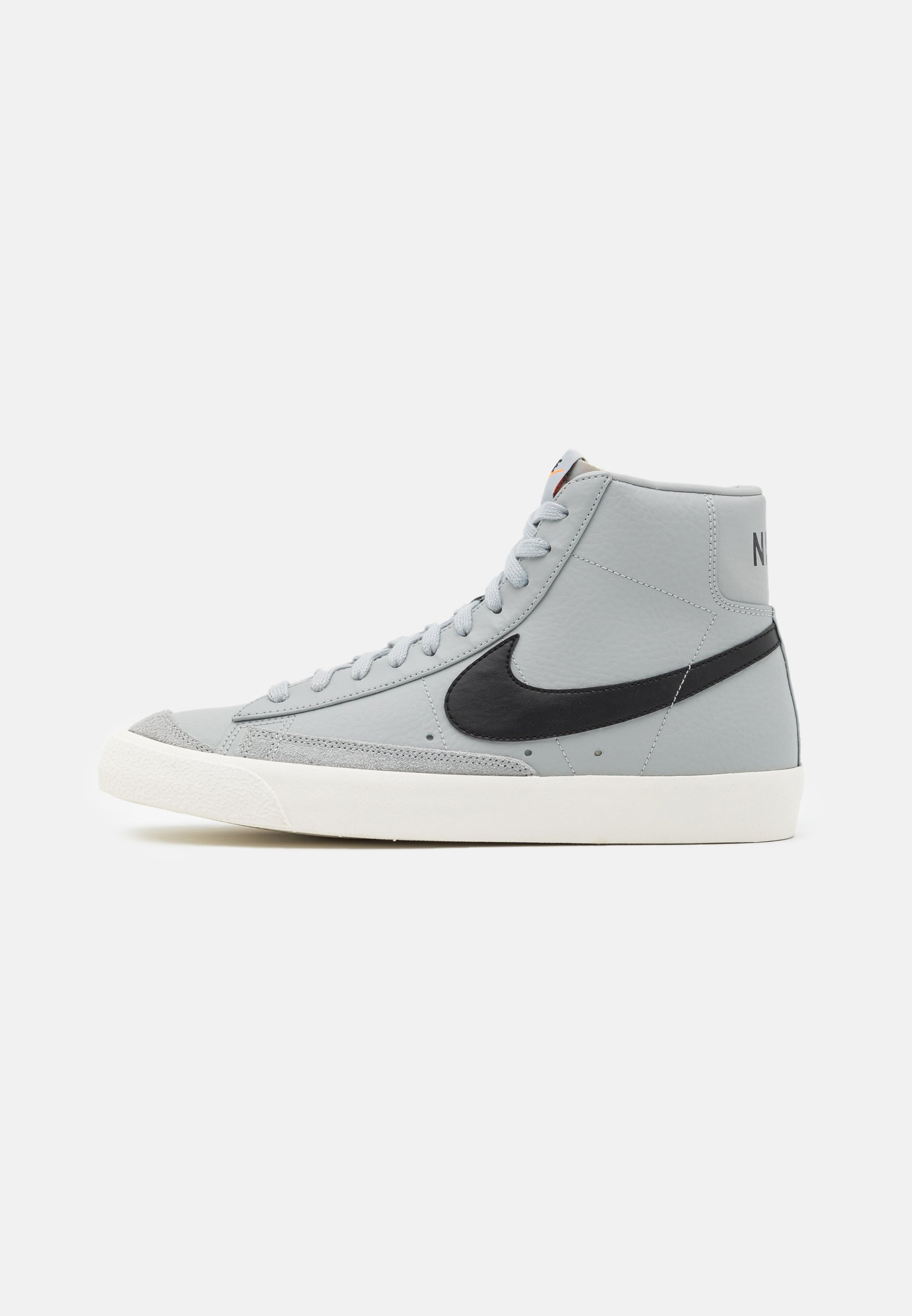 chaussures homme nike montante