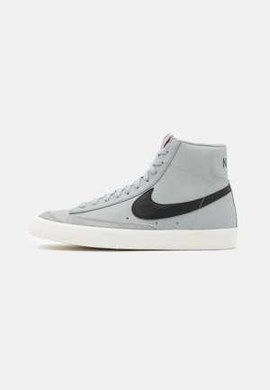 BLAZER MID '77 - High-top trainers - light smoke grey/black/sail/total orange