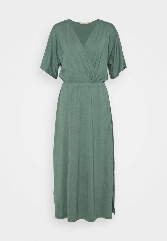 Maxiklänning - green