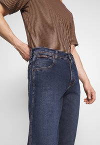 Wrangler - TEXAS - Jeans straight leg - blue denim - 5