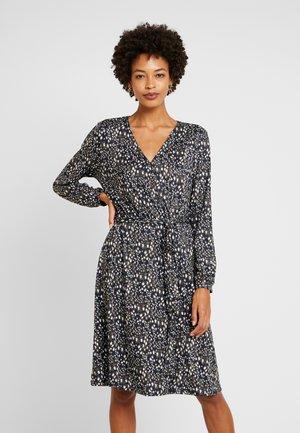 Sukienka z dżerseju - leuchtend blau