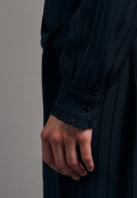 Seidensticker - KLEID SCHWARZE ROSE REGULAR FIT  - Shirt dress - dunkelblau - 4