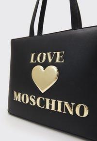 Love Moschino - HEART LOGO SHOPPER - Tote bag - nero - 4