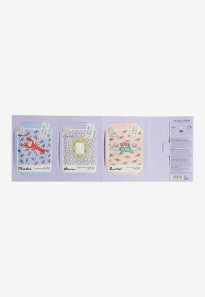 REVOLUTION X FRIENDS FEMALE SHEET MASK SET - Skincare set - white decorative