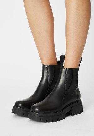 LINKS - Kotníkové boty na platformě - black